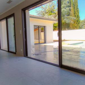 VILLA DE STANDING NEUVE avec piscine chauffée et jardin arboré