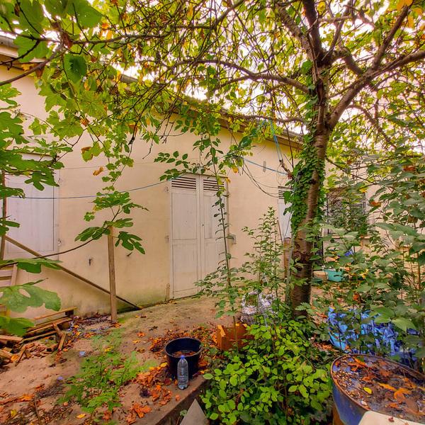 PROCHE TRAM B. Propriété composée d'une maison T4 de 86 m² et d'une maison T3 de 61 m² avec jardins