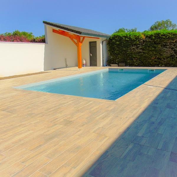 VILLA DE STANDING NEUVE avec piscine chauffée et jardin arboré-en